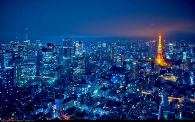 Noční Tokio s pohledem na Tokyo Tower