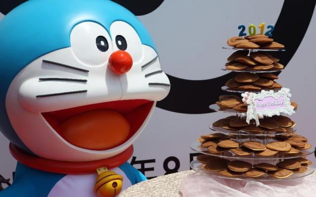 Model v Hong Kongu na slavnosti ′′100 let před narozením Doraemona′′.