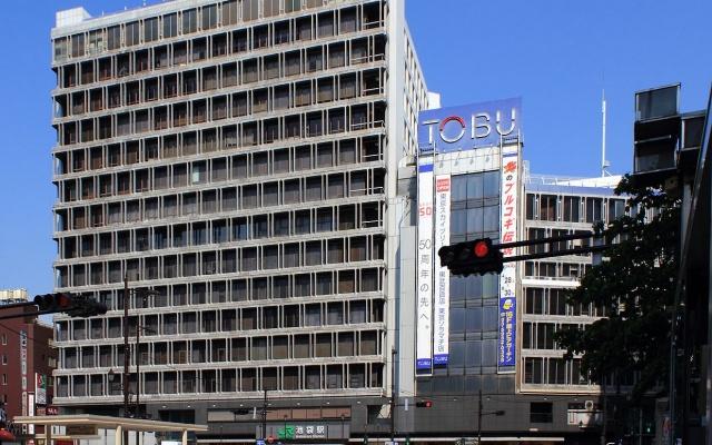 Západní část nádraží a obchodní dům Tobu