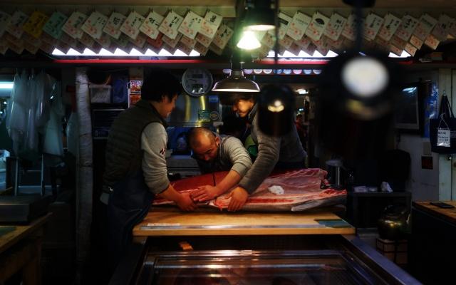 Rybí trh Tsukiji v Tokiu