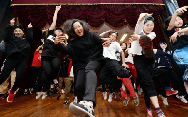 Choreografka se svými žáky