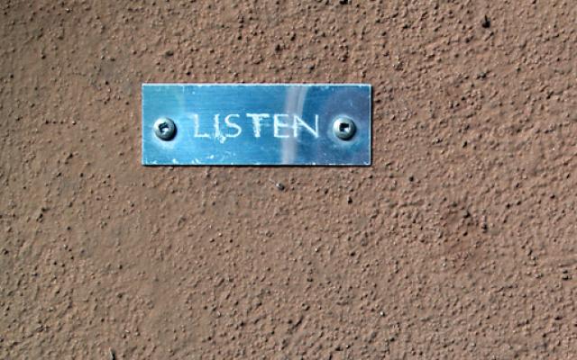 Poslechem k lepší konverzaci