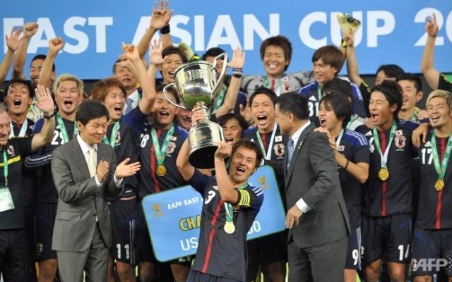 Japonský tým s pohárem