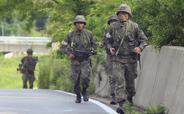 Jihokorejští vojáci během pátrací akce