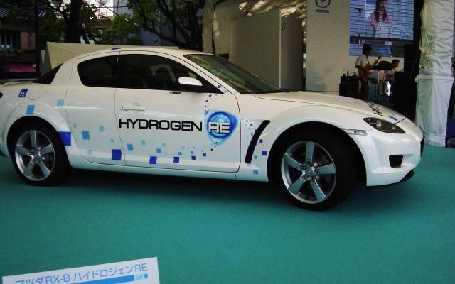 Elektromobil na vodíkové baterie Mazda RX-8