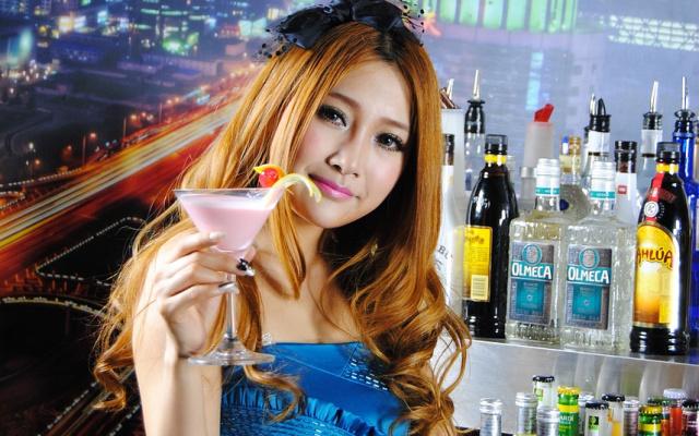 Žena v baru
