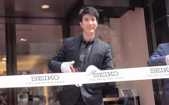 Wang LeeHom při otevírání pobočky Seiko v Tokiu
