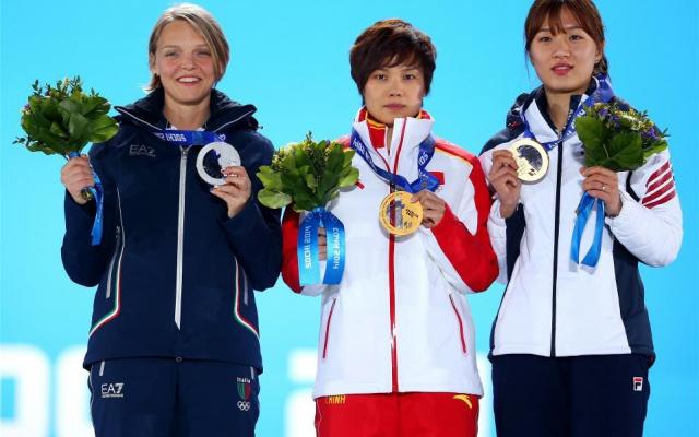 Short track - 500 m: (zleva) Arianna Fontana, Jianrou Li, Park Seung Hi