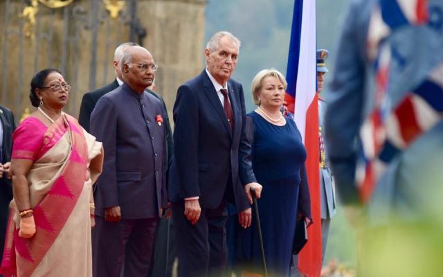 Český a indický prezident s manželkami