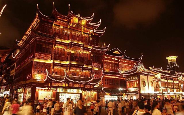 Ulice noční Šanghaje