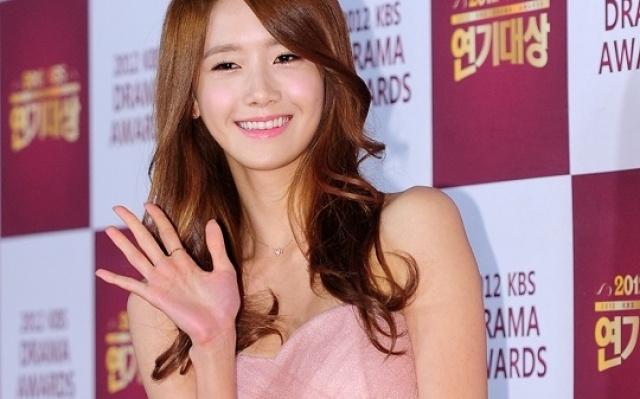 Yoona a její pohádkové šaty