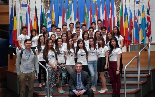 Vietnamští studenti v Evropském parlamentu
