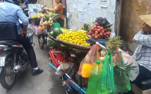 Street food v Hanoji