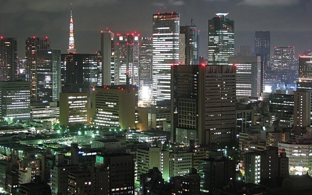 Pohled na noční Tokio (ilustrační foto)