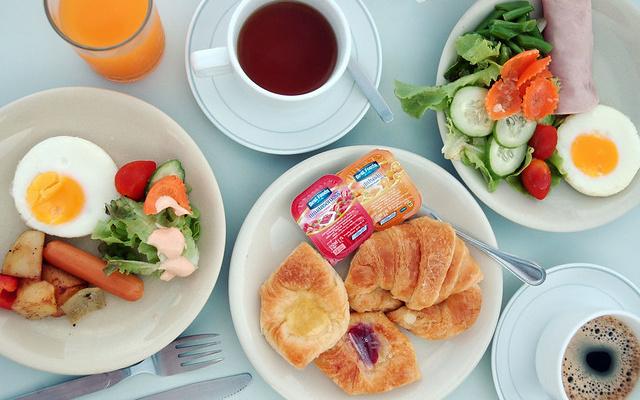 Snídaně v hotelu