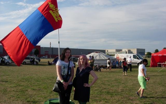 Uprostřed letenské pláně stála i mongolská vlajka
