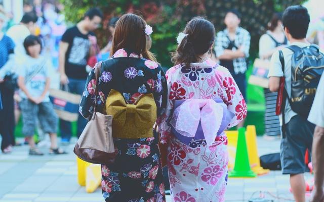 Příklad dámského provedení tradičního oděvu kimono