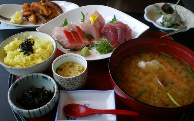 Tradiční podávání jídel v Japonsku