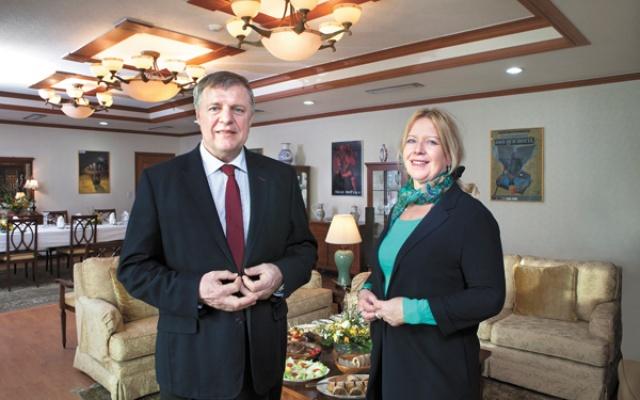 JUDr. Milan Lajčiak s manželkou Elenou v sídle slovenského veľvyslanectva