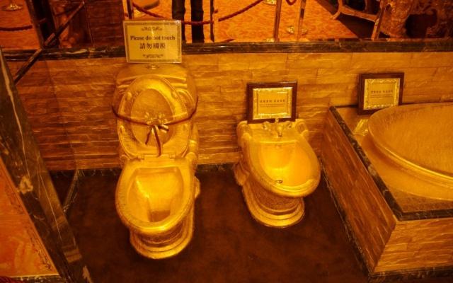 Zlaté toalety