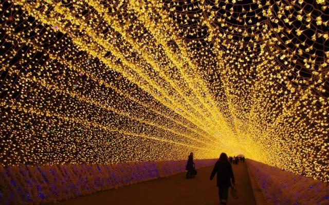 Procházka velkolepým tunelem světel