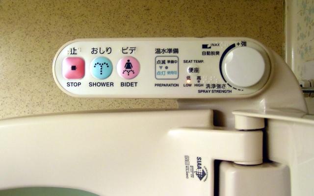 Toaleta v Japonsku má více tlačítek než televize