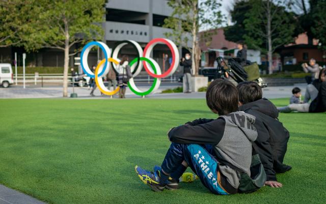 Ještě v únoru se Japonci dívali na nadcházející olympiádu s optimismem. Nový národní stadion, Šindžuku, Tokio.
